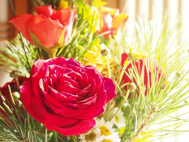 バラを使った正月花